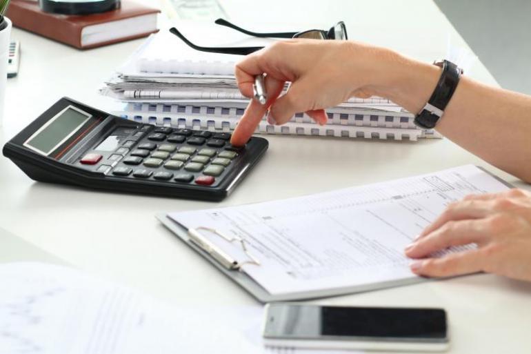 Antes del 30 de junio, los empleados con contrato laboral formal recibirán la prima de servicio del primer semestre. Foto:123rf.com