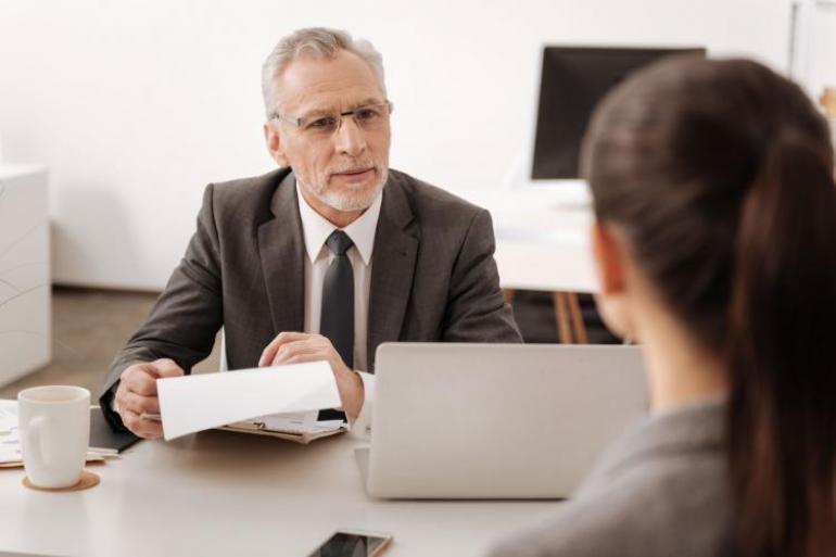 Es mejor dejar puertas abiertas, lo que escribas será la última imagen tuya para la empresa. Foto: 123rf.com