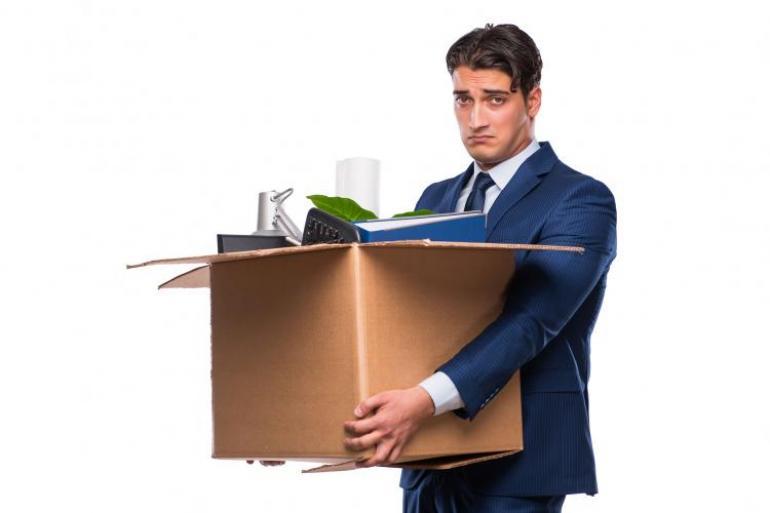 Si el jefe despide al trabajador sin justa causa, debe pagarle indemnización. Foto: 123rf.com