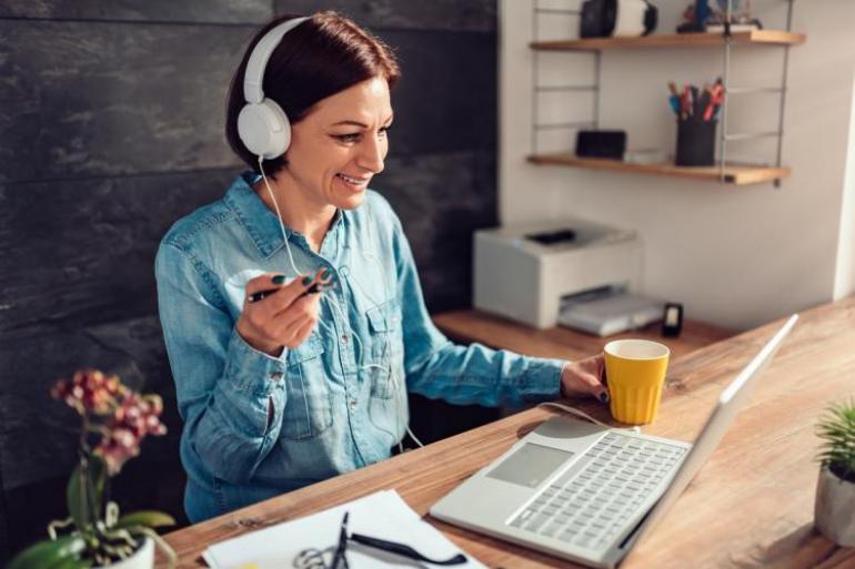Teletrabajar no significa estar de vacaciones, debes estar disponible. Foto: iStock